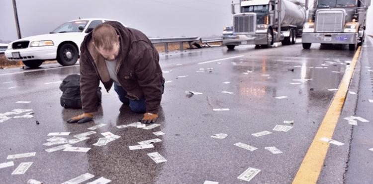 Деньги на дороге не валяются. Но только не в США